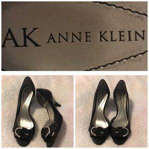 AK black heels